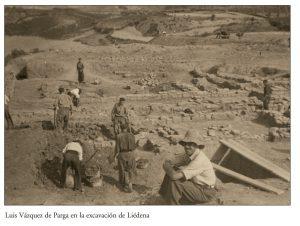 Luis Vazquez de Parga en las excavaciones Villa de La Foz